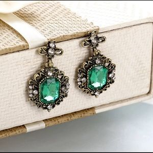 Antique style green crystal earrings! New